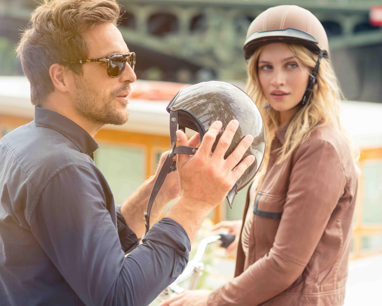 Cycliste homme et femme avec casque cuir Egide