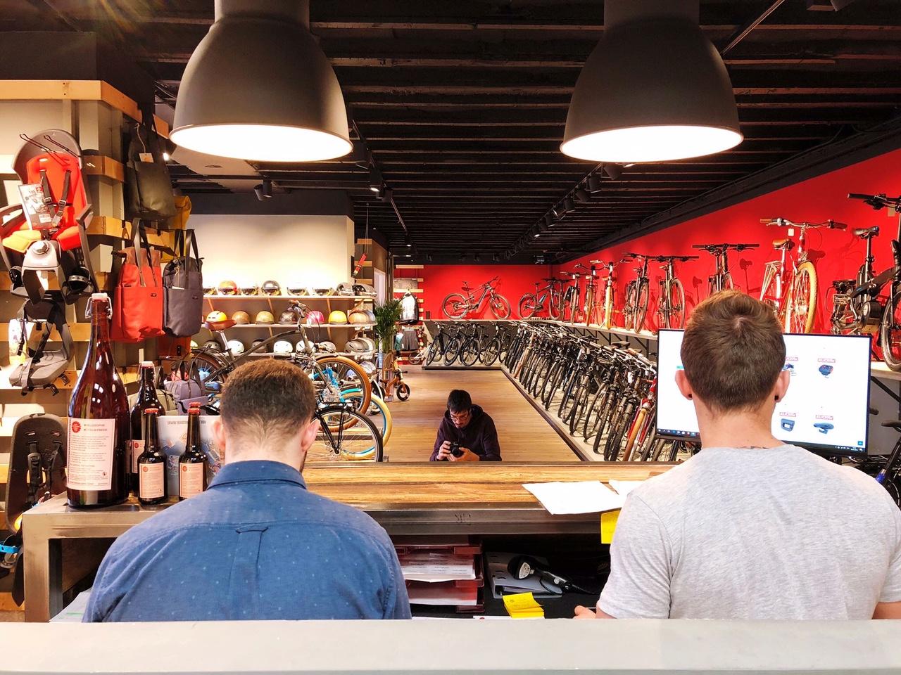 Intérieur du magasin de vélos de Lausanne Cyclable